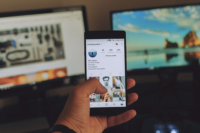 A person scrolling through their instagram feed