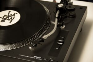 Vinyl, Cassette and CD — What Are the Differences in Quality?