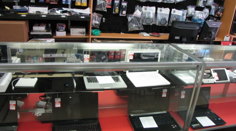Display cabinet of laptops and other electronics